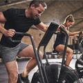 Pareja practicando ejercicio