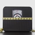 Peso con cinta métrica enrollada