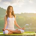 mujer hacienda yoga y meditacion