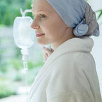 Mujer enferma de cáncer