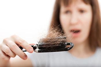 Peine lleno de pelo